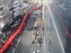 Diyarbakır'da binlerce kişi terörü lanetledi