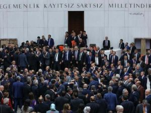 Meclis'teki kavgadan utanç karaleri