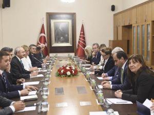 Kılıçdaroğlu, Almanya-Türkiye Dostluk Grubu ile bir araya geldi