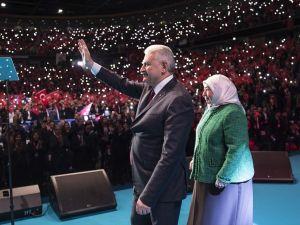 Başbakan Yıldırım Almanya'dan 'Evet' oyu istedi