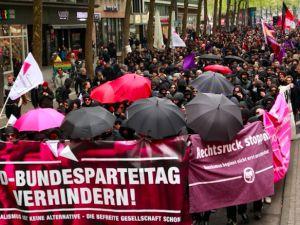 Köln'de on binler ırkçılığa #HAYIR dedi