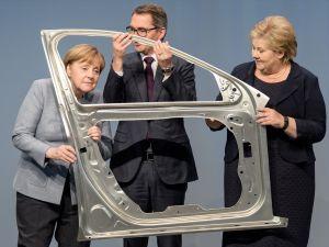 Merkel, otomobil fabrikasını sevdi