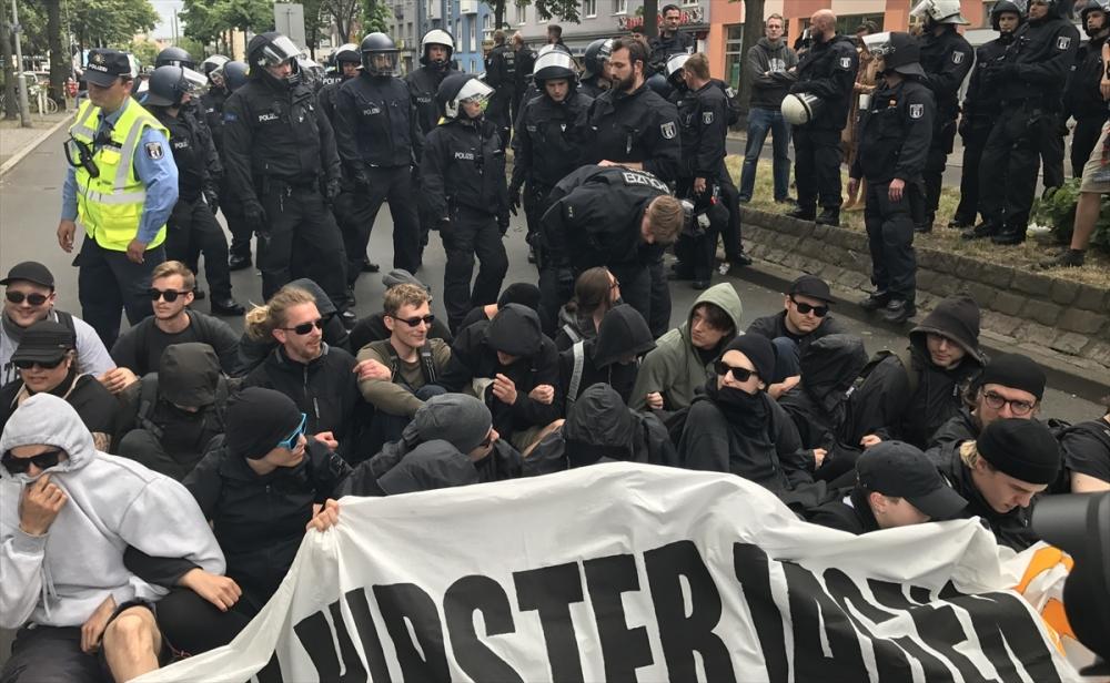 Berlin'de aşırı sağcılara sol grup engeli galerisi resim 1