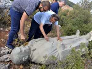 Çalılığa atılmış Atatürk heykeli bulundu