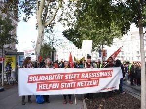 'FPÖ gitsin, sığınmacılar kalsın'