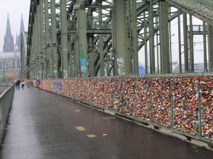 Tren yolu köprüsünden 'Aşıklar Köprüsü'ne