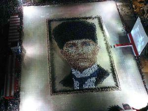 4 bin kişilik dev Atatürk portesi