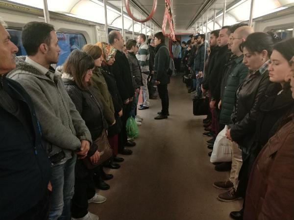 9:05-kor megállt az élet a metrón is (Forrás: Arti49)