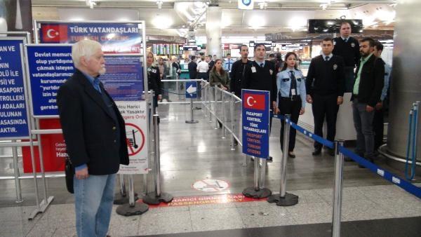 9:05-kor megállt az élet a repülőtéren is (Forrás: Arti49)