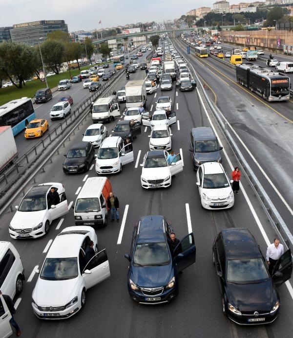9:05-kor megállt a forgalom is (Forrás: Arti49)