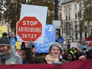 Kürtaj karşıtı aktivistler yürüdü
