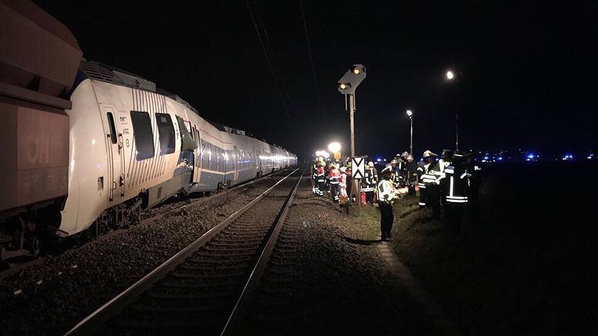 Almanya'da trenler çarpıştı: En az 50 yaralı galerisi resim 1