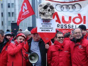 Brüksel'de çalışanlar sokağa döküldü