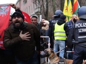 Berlin'de PKK yandaşlarına polis müdahalesi