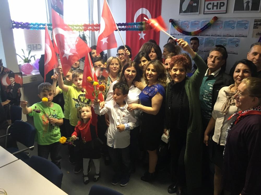 CHP Münih Birliği'nden coşkulu 23 Nisan kutlaması galerisi resim 4