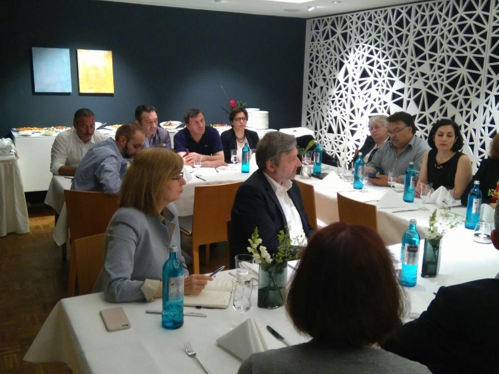 SPD ve CHP milletvekilleri Essen'de buluştu galerisi resim 6
