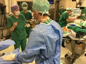 Türk proferörden 'canlı' ameliyat