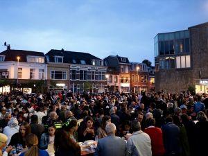 Hollanda'da sokak iftarına yoğun ilgi