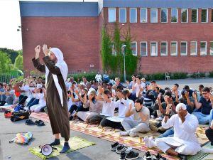 İsveç'te Müslümanlar yağmur duasına çıktı