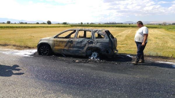 Gurbetçi ailenin otomobili yandı galerisi resim 1