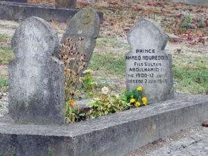 Paris'teki hanedan mezarları çok bakımsız
