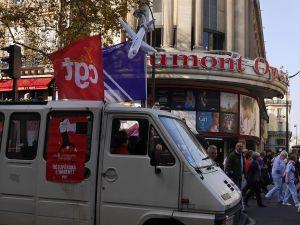 Fransa'da emekliler sokağa döküldü