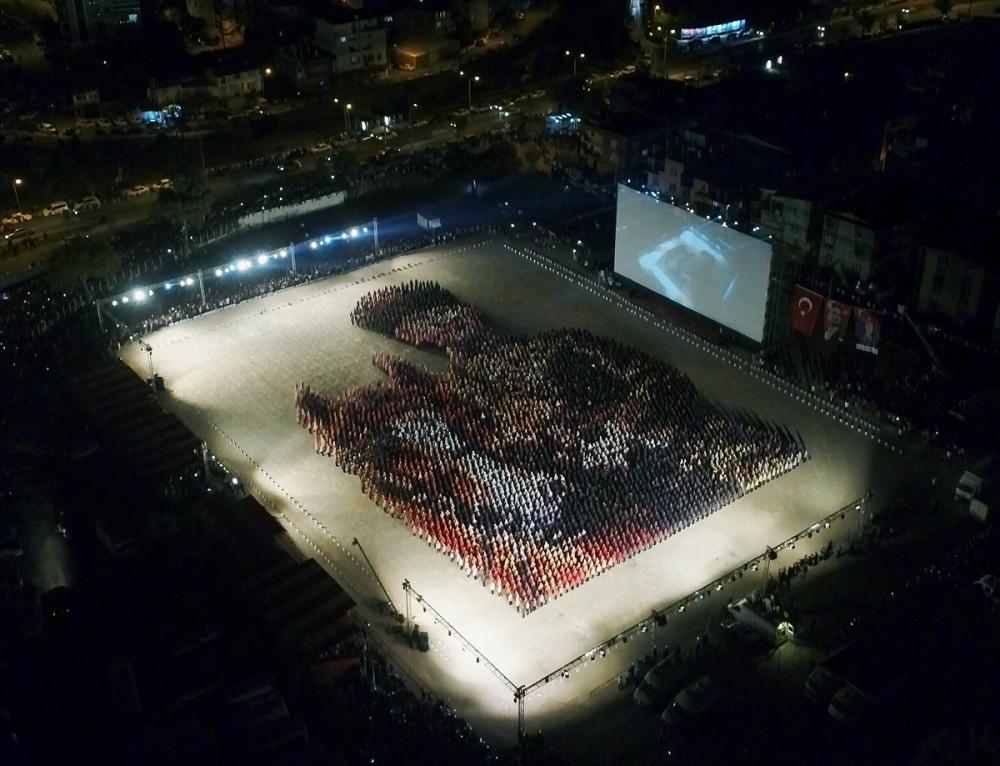 İzmir'de 6 bin kişi 'Atatürk' oldu galerisi resim 1