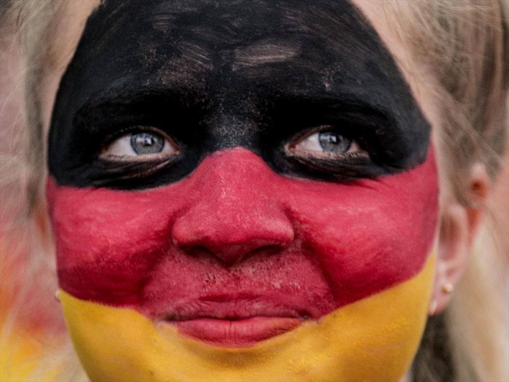 Almanlar meydanlara indi galerisi resim 1