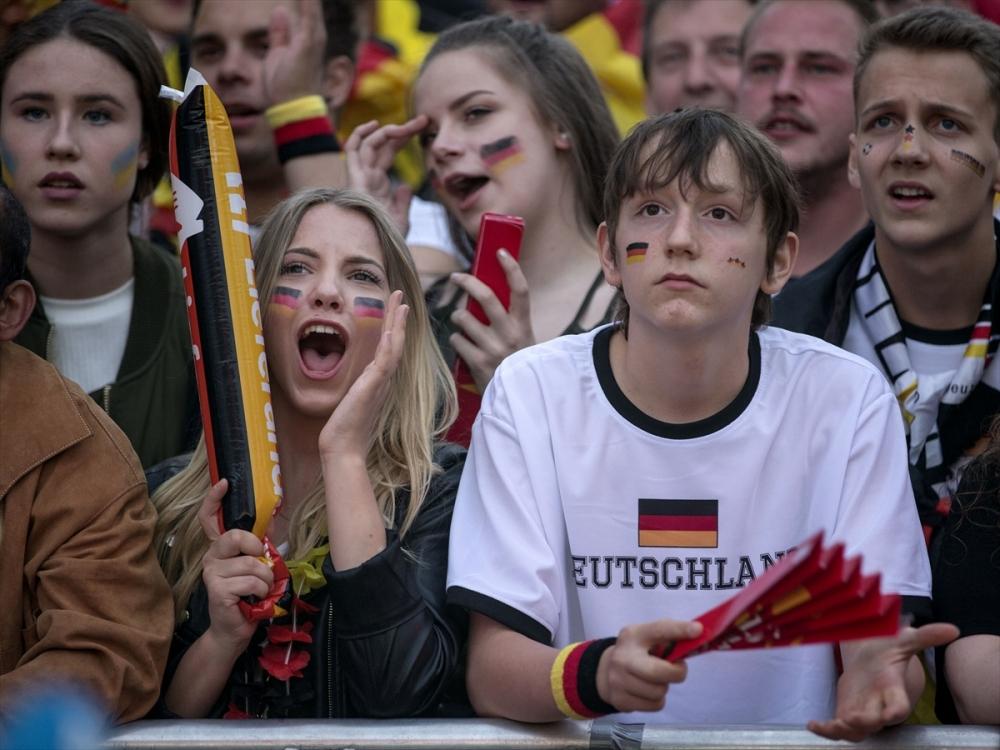 Almanlar meydanlara indi galerisi resim 10