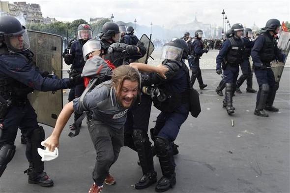 Paris'te eylemcilere sert müdahale galerisi resim 11