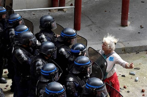 Paris'te eylemcilere sert müdahale galerisi resim 13
