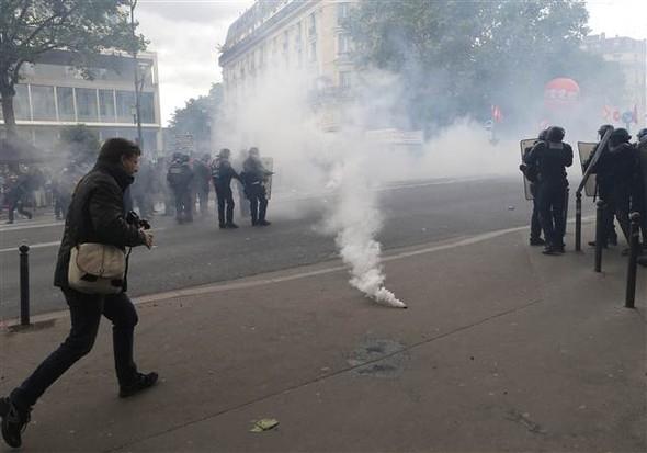 Paris'te eylemcilere sert müdahale galerisi resim 2
