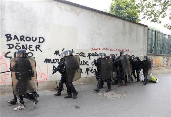 Paris'te eylemcilere sert müdahale galerisi resim 3