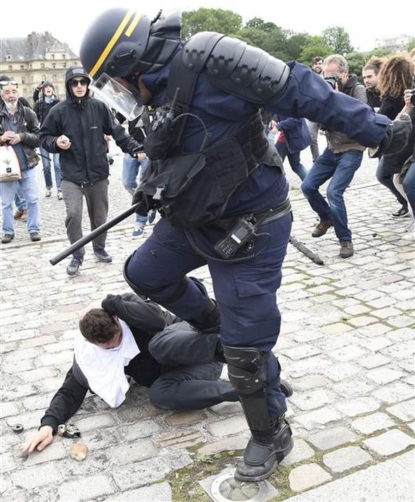 Paris'te eylemcilere sert müdahale galerisi resim 6