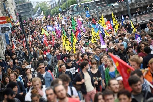 Paris'te eylemcilere sert müdahale galerisi resim 7