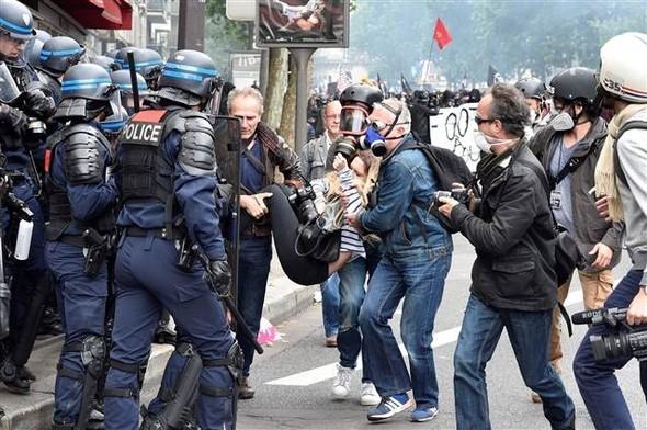 Paris'te eylemcilere sert müdahale galerisi resim 9