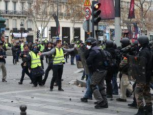Paris'te tansiyon yükseliyor