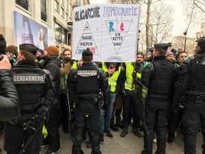 Paris'te 'Sarı Yelekliler'in gösterisi başladı