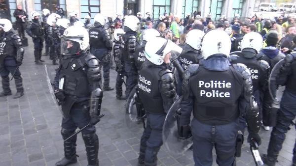 1 göstericiye 6 polis düştü galerisi resim 1