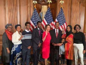 Mülteci olarak geldi, kongre üyesi oldu