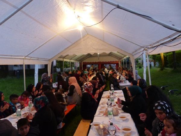 Dinslaken Türk İslam Kültür Ocağı'ndan açık hava iftarı galerisi resim 1