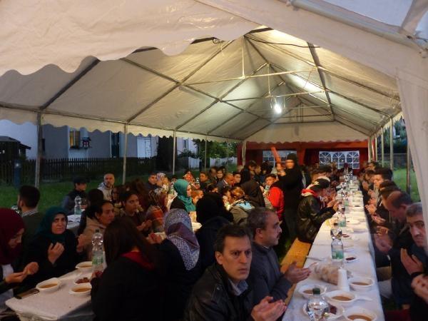 Dinslaken Türk İslam Kültür Ocağı'ndan açık hava iftarı galerisi resim 2