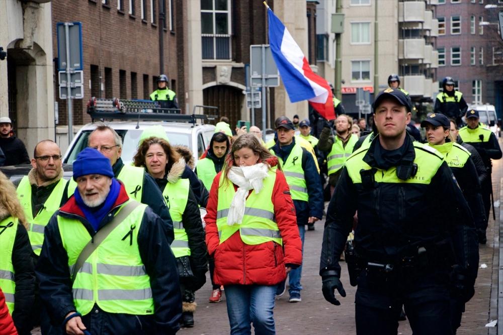 Hollanda sokakları da sarardı galerisi resim 1