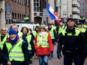 Hollanda sokakları da sarardı