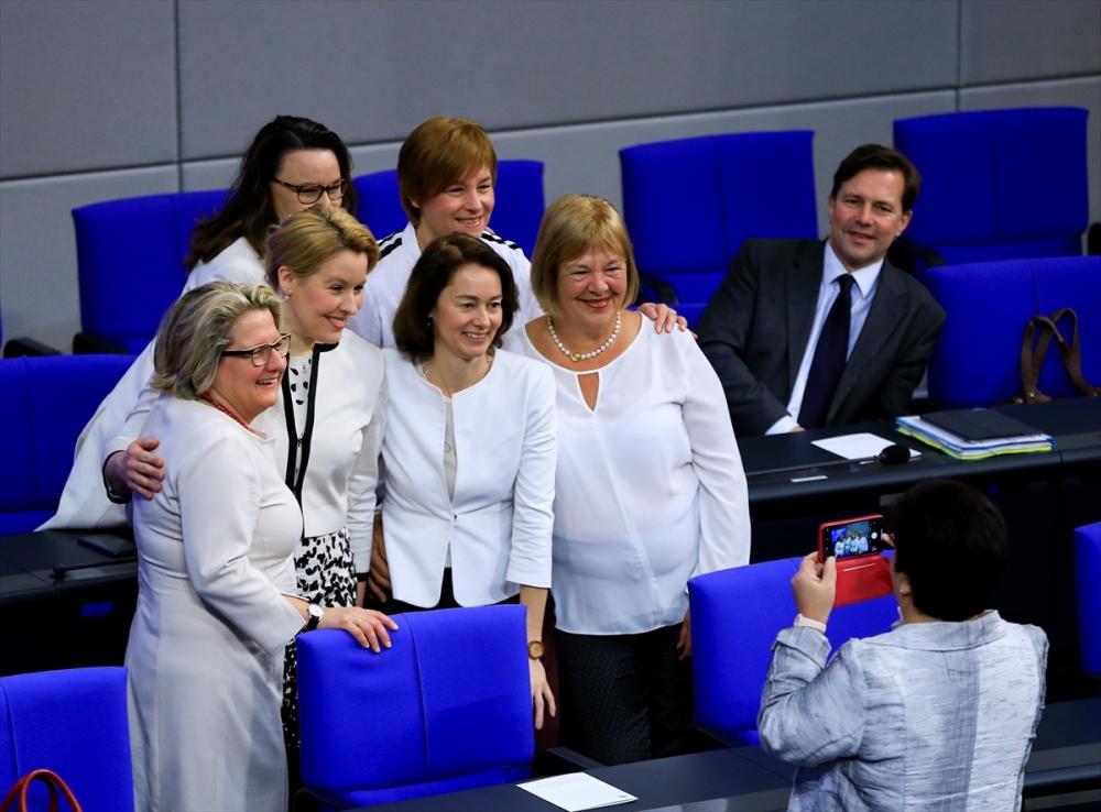 Almanya'da kadınların oy kullanma hakkının 100. yılı galerisi resim 1