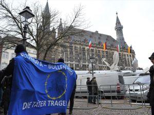 Protestolar arasında Alman-Fransız iş birliği