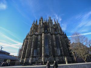 Tarihi Köln Katedrali'ne ziyaretçi akını