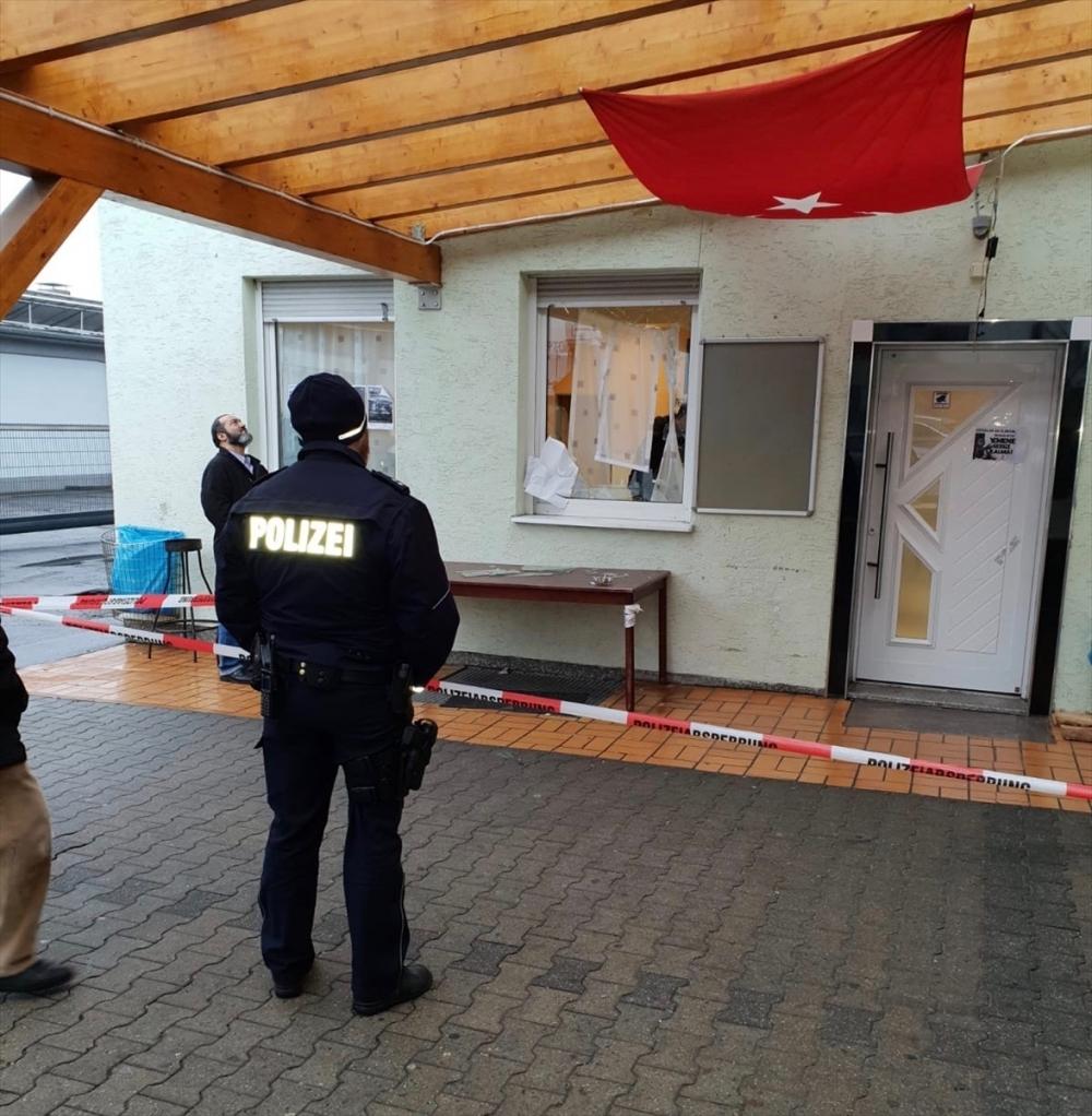 Almanya'da camiye saldırı galerisi resim 1