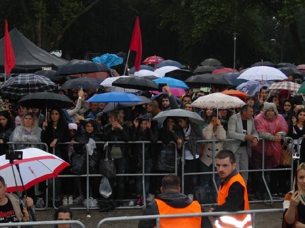 Grup Yorum'dan yağmur altında Almanya konseri galerisi resim 3