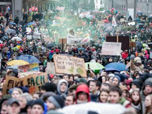 Belçika'da 70 bin kişi iklim için yürüdü